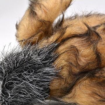 Das Hundespielzeug bunte Plueschente ist einer Wildente nachempfunden. Sie ist mit einem Quietscher ausgestattet, der die Aufmerksamkeit bindet.