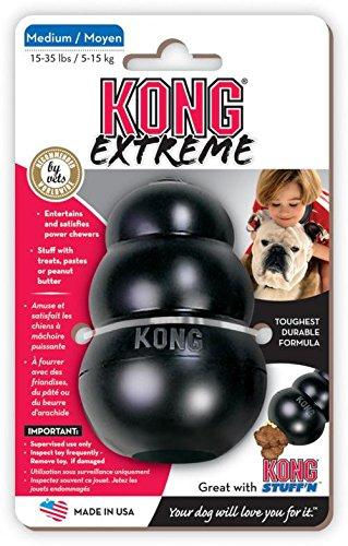 Der Kong Toy in schwarz besteht aus Vollgummi und springt nach dem Werfen unvorhersehbar herum. Kann mit Leckerlies befüllt werden.