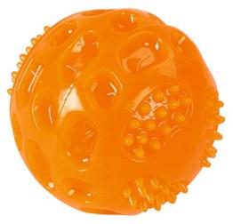 Der Kerbl Ball mit Squeaky besteht aus einer Gummimischung, die ihn äußerst robust und langlebig macht. Er ist mit einem Quietscher ausgestattet.
