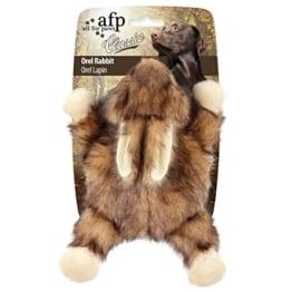 Dieses Plüsch-Kaninchen ist nicht nur zum Kuscheln gedacht, sondern es ist durch die eingebaute Kunsstoffscheibe ein geniales Wurfspielzeug.